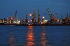 Port morski przy nocą Zdjęcia Royalty Free