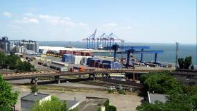 Port Morski Widoczni żurawie, zbiorniki, pojazdy zdjęcie wideo