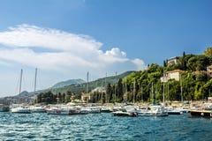 Port morski z jachtami w miasteczku Herceg Novi Fotografia Stock