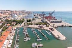 Port och marina i Lissabon Arkivbild