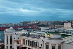 Port och stad tidigt i morgon italy naples Royaltyfri Fotografi