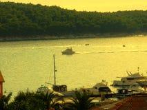 Port på ön av  Arkivfoto