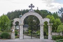 Port på ingången till kloster Arkivfoto