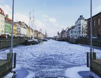 Port pendant l'hiver images stock