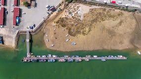 _ Port pir av fiskeskepp Sikt för öga för fågel` s Cabanas Tavira Royaltyfri Fotografi