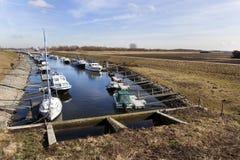 Port pour des bateaux de plaisance dans le polder Images libres de droits