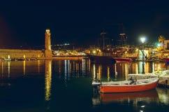 Port Rethymno på natten. Kreta. Grekland. Royaltyfri Fotografi