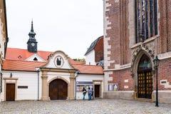 Port till den Augustinian abbotskloster av St Thomas, Brno Royaltyfri Bild