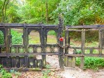 Port till den hemliga trädgården Arkivbilder