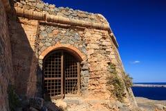 Port till den medeltida fästningen Gramvousa Arkivbild