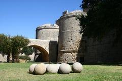 Port till den medeltida staden i Rhodes Arkivbilder