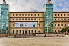 Port till Reina Sofia Museum i Madrid spain arkivfoto