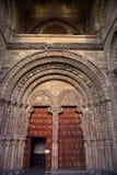 Port till San Vicente Church i Avila arkivfoto