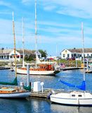 Port Townsend, WA. I stadens centrum marina med fartyg och historiska byggnader. Arkivbild