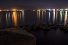 Port Varna la nuit Photos stock