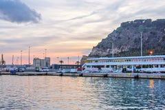 Port Vell på solnedgången Härlig fridsam sikt Barcelona, Spanien Royaltyfria Bilder
