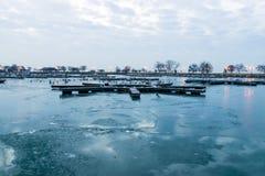 Port vide dans le début de la matinée Photographie stock libre de droits