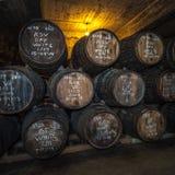 Port vinfat i källaren, Vila Nova de Gaia, Porto, Portugal Arkivbild