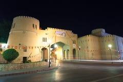 Porta à cidade velha de Nizwa, Omã fotos de stock royalty free