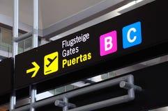 Sinais da porta do aeroporto, aeroporto de Malaga. Imagem de Stock
