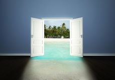 Porta aberta à praia Imagem de Stock