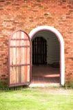 Porta aberta da madeira do vintage Imagem de Stock Royalty Free