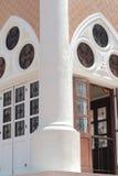 A porta abriu da mesquita a mais bonita de Masjid no céu e em nuvens islâmicos bonitos do projeto da arte de Tailândia Imagens de Stock Royalty Free