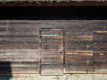 Porta ad un granaio di legno XIX Fotografie Stock