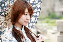 Porta affianco cinese della ragazza Fotografia Stock Libera da Diritti