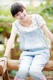Porta affianco della ragazza dell'Asia esterna Fotografia Stock Libera da Diritti