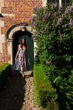 Porta antiga da parede da mulher, Groot Begijnhof, Lovaina, B?lgica foto de stock royalty free
