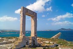 Porta antiga do templo de Apollon na ilha de Naxos Imagem de Stock