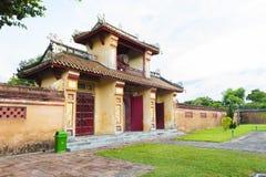 Porta antiga na citadela de Hue Imperial City imagem de stock