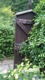 Porta ao jardim murado escondido Fotografia de Stock Royalty Free