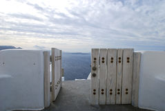 Porta ao mar em Santorini Foto de Stock