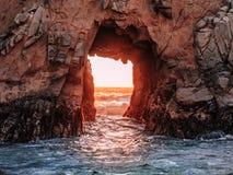 Porta ao mar na Costa do Pacífico fotografia de stock royalty free
