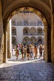 Porta ao Polônia real de Cracow do castelo de Wawel do pátio do renascimento Fotos de Stock