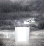 Porta aperta a bianco Fotografie Stock Libere da Diritti