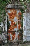Porta arrugginita del ferro Fotografie Stock