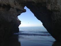 Porta azul ao mar Imagem de Stock