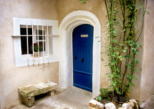 Porta azul - Provence fotos de stock royalty free