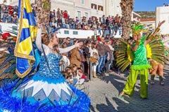 Porta Bandeira y el Mestre Sala en el carnaval brasileño del estilo fotos de archivo