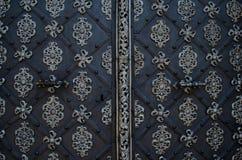 Porta bonita de uma igreja em Praga Imagem de Stock