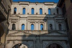 Porta Borsari, antyczna Romańska brama w Verona mieście, Włochy obrazy royalty free