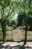 Porta branca a céu aberto em Ilha dos príncipes, Istambul, Turquia fotos de stock