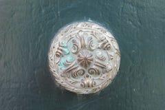 Porta bronzea antica della maniglia della porta Fotografia Stock