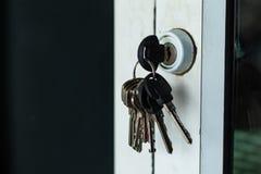 Porta-chaves na porta foto de stock royalty free
