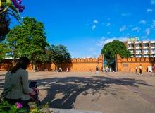 Porta Chiang Mai de Tha-Phae Arquitetónico, marcos , Rua da manhã em Chiang Mai, Tailândia foto de stock royalty free