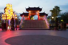 Porta chinesa da vila Fotografia de Stock Royalty Free