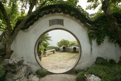 Porta circolare in giardino cinese Fotografie Stock